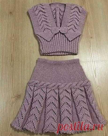 Интересный костюмчик для девочки. Жилет и юбочка (Вязание спицами)