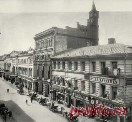 Никольская улица у аптеки Феррейна, 1911 год.