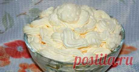 Крем шарлотт! Этот крем сделает любую выпечку изысканной и утонченной. - Готовим вкусно! Масляный яично-молочный крем шарлотт можно использоватьв любой сладкой выпечке в качестве начинки или прослойки. Ингредиенты для приготовления крема шарлотт: *все ингредиенты должны быть комнатной температуры Сливочное масло — 200 г Яйцо куриное — 2 штуки (или перепелиных 8-10 штук) Сахарный песок — 4 столовых ложки Молоко — 100 мл Ванилин — по вкусу Коньяк или ром — по вкусу и желан...