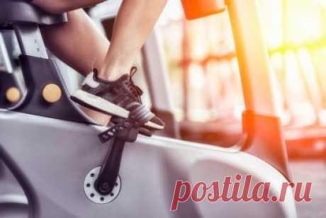 7 упражнений для велотренажера, которые вы можете освоить дома