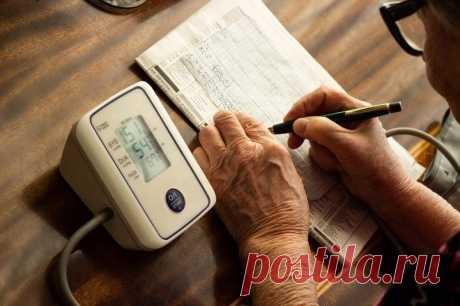 КАК СТАБИЛИЗИРОВАТЬ ДАВЛЕНИЕ В ДОМАШНИХ УСЛОВИЯХ  Повышенное давление, или гипертоническая болезнь, часто мучает людей старшего возраста. За уровнем артериального давления нужно следить, так как его скачки негативно сказываются на состоянии здоровья. Давление 140/90 уже считается высоким.  Как эффективно снизить давление  ОБЫЧНО ГИПЕРТОНИЯ ПРОЯВЛЯЕТСЯ ЧЕРЕЗ СЛЕДУЮЩИЕ СИМПТОМЫ:  1.Головные боли, особенно в затылочной области, головокружения, помрачения сознания. 2. Ощущение...