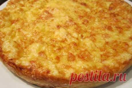 Просто, сытно и вкусно. Ингредиенты: куриное филе — 500 гр. мука — 150 гр. яйца — 2 шт. молоко — 200 мл. разрыхлитель — 1/2 ч.л. сыр — 100 гр. соль