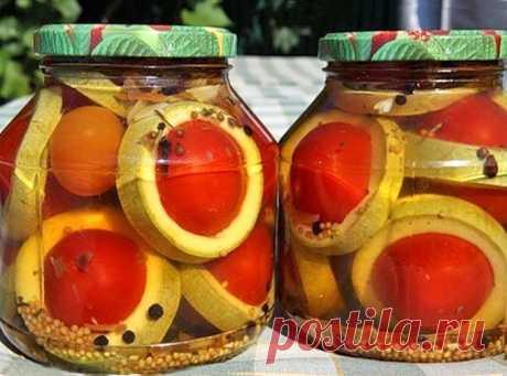 Как приготовить маринованные помидоры «Кольца Сатурна» «Кольца Сатурна» вызывают одинаковый восторг что при виде банки, что при дегустации. А сделать такую овощную заготовку на зимудовольно просто. Стерилизация не требуется, овощи остаются твердыми и упругими.