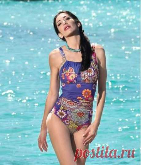 ROFIA one piece- Our Rofia swimsuit is full of ruching details that comes ali