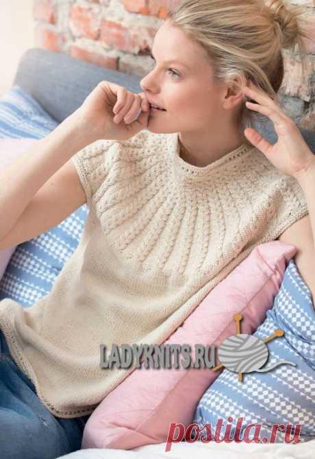 Вязание женского топа с круглой кокеткой из кос