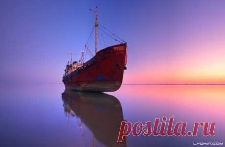 Рассвет на Каспийском море запечатлел Lyokin (nat-geo.ru/photo/user/45802). Доброго утра и хорошей недели, дорогие читатели!