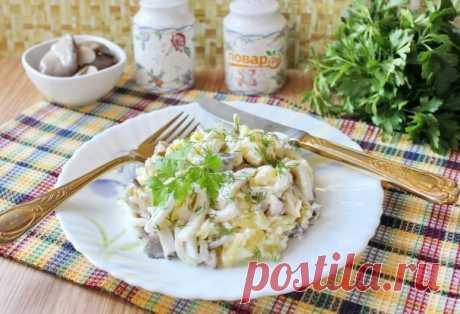 Салат с кальмарами и маринованными грибами - пошаговый рецепт с фото на Повар.ру