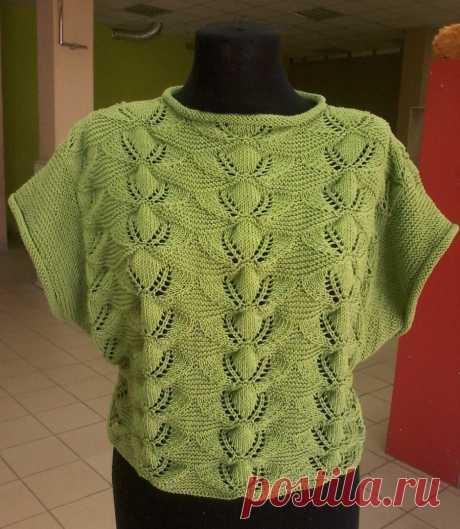 Красивый зеленый пуловер на лето летний пуловер с очень красивым узором вяжется по прямой, а рукава надвязываются по готовому изделию платочной вязкой.