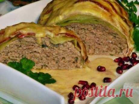 Мясной рулет «Голубец» в сливочном соусе. - Все о кухне - медиаплатформа МирТесен Вкусное сытное блюдо. Готовится из доступных продуктов,легко и удобно,получается много вкусного сырного соуса.На гарнир можно подать картофель,рис или гречку.Ингредиенты: 750г.фарша1 яйцо,1 белая булка,1 луковица,соль перец,мускат,1 ст.ложка неострой горчицы,зелень.8-10 листьев капусты,8