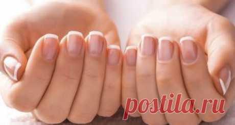 Супер-паста для ногтей!  Возьмите на заметку   Для крепких и белых ногтей приготовьте пасту из: (все по пол чайной ложки)  тертый картофель  зубная паста  перекись водорода  сода Нанести на ногти на 10-15 мин.
