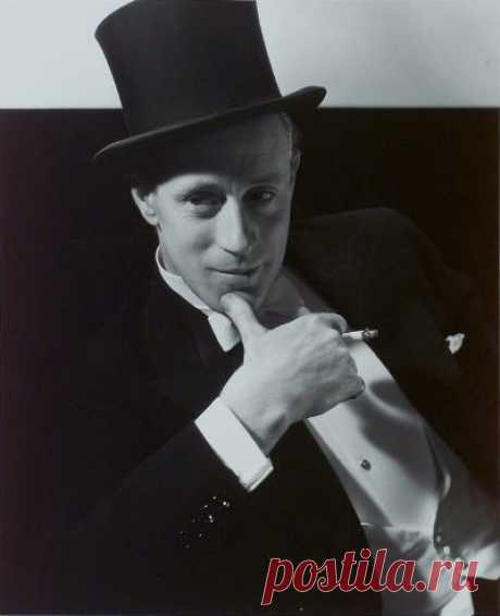 Leslie Howard 1932