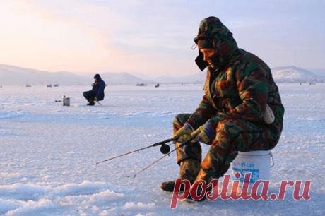 30 кг улова или почему я обожаю зимнюю рыбалку Зимняя рыбалка сильно отличается от рыбалки в теплое время года. Не знаю, как вы, а я люблю зимнюю рыбалку! И ничего, что холодно…Есть какая-то особая романтика в борьбе со стихией – когда в любой мороз встаешь рано-рано и едешь на рыбалку. И жена смотрит как на героя: муж целый день на морозе, и рыбы вот сколько привез! Да, дорогая, это тебе не летом под деревцем в тенечке сидеть…  Но привезти большой улов зимой – целое искус...