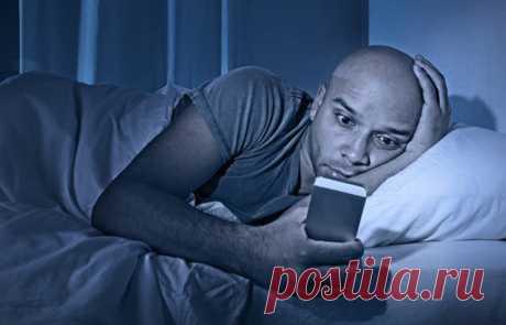 Если вы оставляете на ночь телефон возле кровати, то обязательно прочитайте эту информацию! Очень важно! - interesno.win