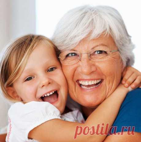 Если дети растут с бабушкой и дедушкой, они счастливее, умнее  Роль бабушек и дедушек в воспитании детей трудно переоценить. Они дарят внукам заботу, любовь и все свое внимание. У бабушки ребенок всегда накормлен, ухожен, весел и счастлив. Каковы еще преимущества общения внуков с бабушками и дедушками?