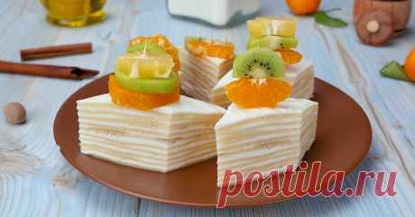 Тортинки с творогом и фруктами. Всё-таки вместо привычного бисквитного теста стоит приготовить блинное! Эффектно и вкус потрясный.