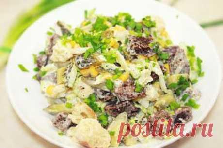 Салат из рыбных консервов – 8 рецептов Любой салат из рыбных консервов обычно готовится очень быстро и легко. Главный его компонент не требует предварительной термической обработки, а, значит, такие рецепты идеальны в ситуациях «когда гости на пороге». Подойдет для приготовления закуски продукт практически из любой рыбы – хоть из красной, хоть их белой. Классический рецепт «Мимозы» с консервированной рыбой Состав продуктов: консервированная сайра или сардина; головка белог...