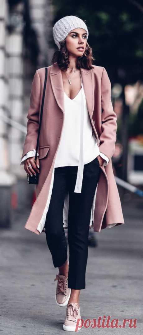 Базовый гардероб: 22 вещи, без которых не обойтись стильным женщинам «За 30» – это тот самый возраст, когда хочется выглядеть так же модно, современно и динамично, как в 20 с хвостиком, но чуть более профессионально и собранно. А это значит, что самое время избавиться …