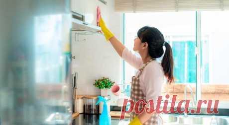 Чем отмыть кухонные шкафы Подберите подходящие средства и не допускайте ошибок, которые могут испортить кухонный гарнитур.Убирая кухню, мы чаще всего уделяем внимание трем зонам: мойке, плите и рабочей столешнице. Это, конечно...
