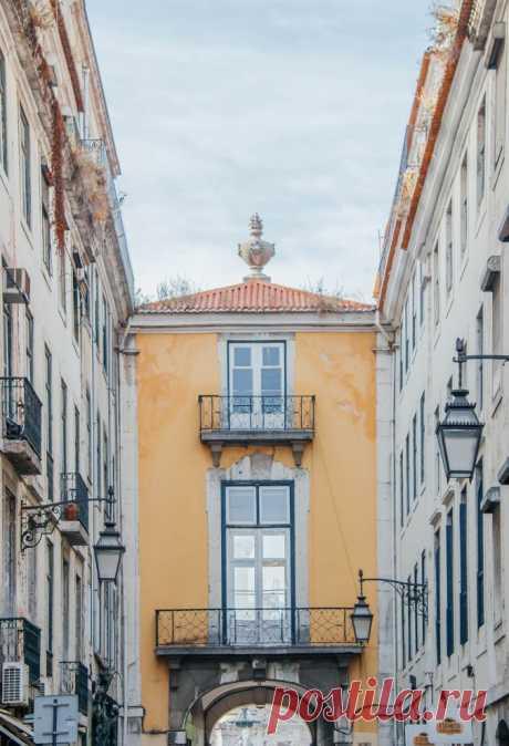 Залитый солнцем Лиссабон в фотографиях Joel Filipe Фотограф из Мадрида Joel Filipe представил свою новую серию фотографий под названием «Lisbon Light», которые были сделаны летом 2016 года в живописной португальской столице. 1. 2. 3. 4. 5. 6. 7. 8. 9.…