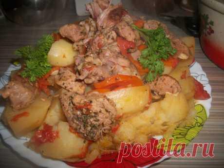 """Басма с индейкой Танцы от плиты и до компа!!! Представляю вашему вниманию рецепт мясо - овощного блюда под названием """"Басма"""", приготовленный и адаптированный под себя и под семью.  Состав блюда От Сталика  : 1 кг мяса…"""