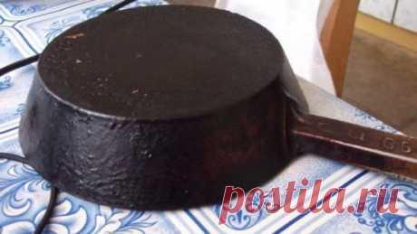 Чистим сковородки Предлагаю вашему вниманию хороший способ очистить противни или сковородки от нагара. Соединяем: