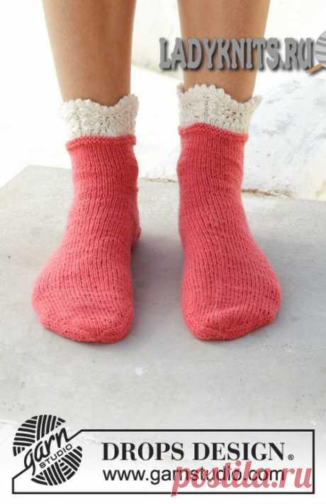 Beautiful simple women's socks knitted spokes