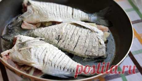 Как правильно жарить мясо и рыбу. 11 золотых советов Может показаться, что пожарить мясо и рыбу совсем просто. Достаточно лишь разогреть масло на сковороде и положить туда кусочки. Но, на самом деле, этот процесс требует определенных знаний.  Выучив несколько правил жарки и применив их на практике, ваши блюда всегда будут нежными и сочными внутри, а