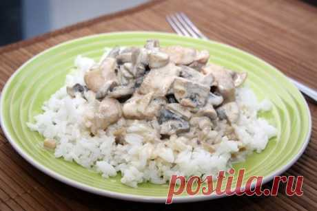 How to prepare chicken with mushrooms in creamy sauce - the recipe, ingredients and photos