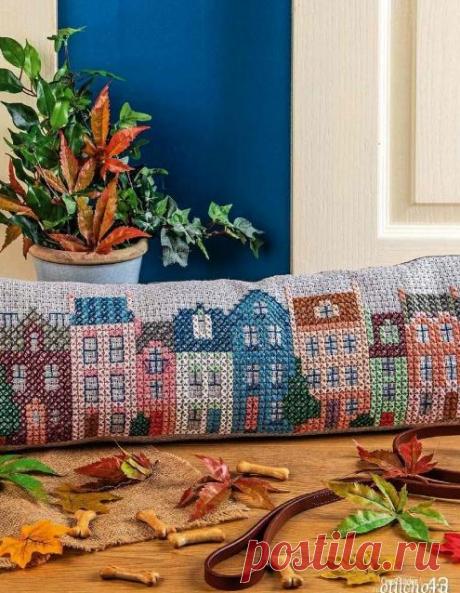 Вышивка крестом: узор «Город» для подушки от сквозняка.