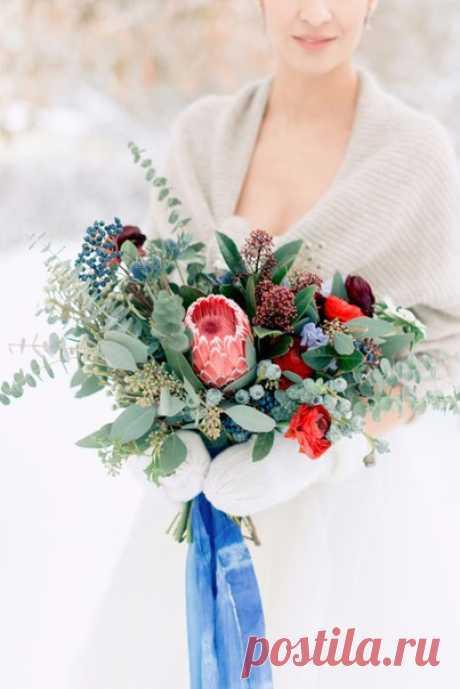 Эти зимние свадебные букеты - настоящее произведение искусства! Продолжение серий - по ссылке в описании фото.