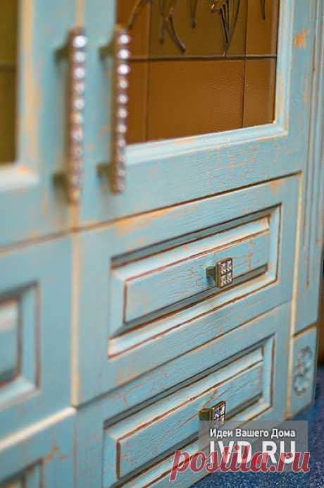 Чарующий прованс (как изменить облик кухонной мебели с помощью краски и витражей)