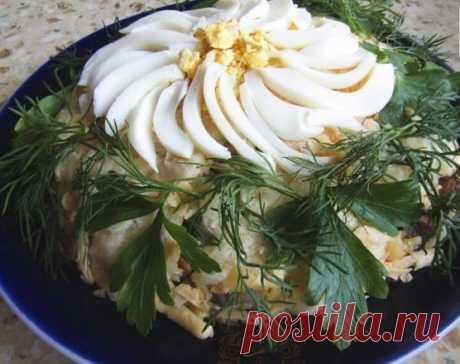 Слоеный салат «Ромашка» с ветчиной и грибами - Все обо Всем