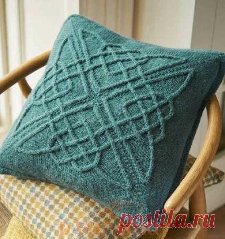 Вязаная подушка с кельтскими узорами   DAMские PALьчики. ru