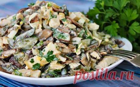 Салат Осенний вальс: смешиваем грибы с курицей и заменяем Оливье