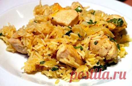 Куриный плов в мультиварке   Предлагаю вашему вниманию рецепт куриного плова, приготовленного в мультиварке. Такой низкокалорийный и полезный обед подойдет и желающим сбросить несколько килограммов, и приверженцам здорового питания, и, конечно же, любителям вкусно покушать!   Ингридиенты:  Куриное филе: 300-400 Грамм, Морковь: 2 Штуки, Лук репчатый: 1 Штука, Чеснок: 3-4 Зубчиков, Соль: По вкусу, Перец: По вкусу, Приправы: По вкусу (сушеный барбарис, шафран, мускатный орех)...