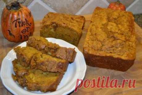 La receta tradicional del pan de calabazas - con pekanom y las especias, - en que son añadidas las manzanas.