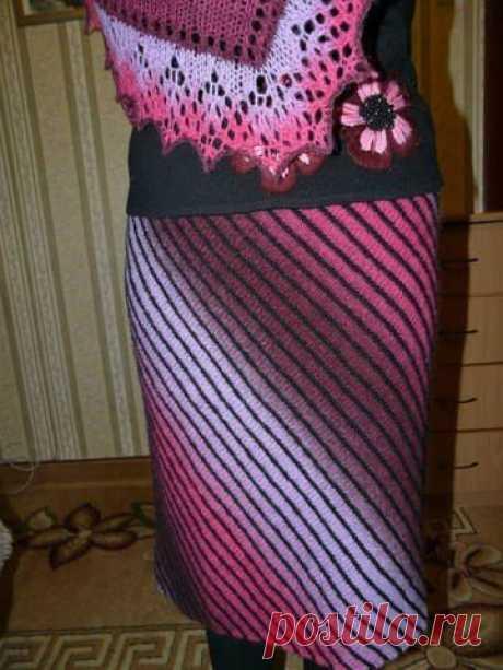 Дизайнерская юбка, связанная спицами по диагонали - стильная вещь!