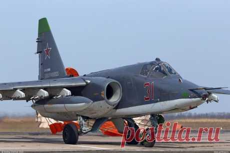"""Новейшие штурмовики Су-25СМ3 поступили вавиаполк ЮВО вСтавропольском крае Три новейших модернизированных самолёта Су-25СМ3 «Суперграч""""*пополнили штурмовую авиацию Южного военного округа (ЮВО), сообщила 18 февраля 2020 года"""