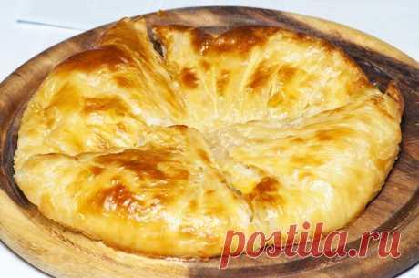Хачапури с сыром! Быстро и вкусно! Видео - Страница 2 из 2 - Your Side Продолжать выкладывать лаваш и начинку попеременно. Сверху должна быть начинка. Практический совет по поводу формы. Она должна быть немного меньше по диаметру, чем листы лаваша. Тогда сыр не будет вытекать при запекании. Если в холодильнике есть невостребованная колбаска или грудинка, то их тоже можно измельчить и, не жалея, посыпать между слоями. Можно посыпать мелко нарезанной...