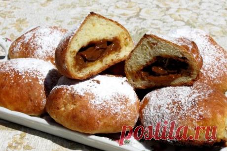 Творожные пончики с варёной сгущёнкой в духовке Читать далее...