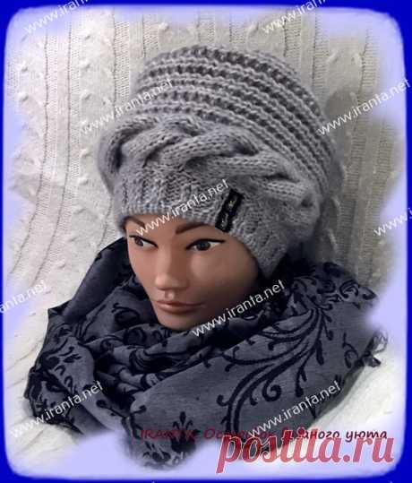Демисезонная женская объемная шапочка поперечным вязанием Демисезонная женская объемная шапочка поперечным вязанием. Выполнена спицами из мягкой смесовой пряжи. Удобная мягкая форма, классический фасон, декоративная горизонтальная коса. Описание, схемы вязания