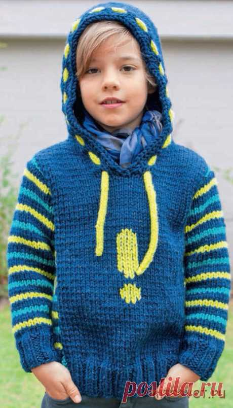 Вязание для мальчиков стильного пуловера с капюшоном