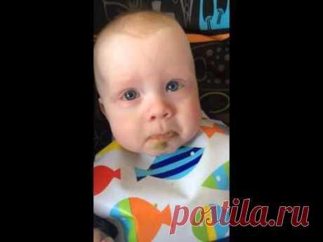 Трогательная реакция малыша на мамину песню / Малютка