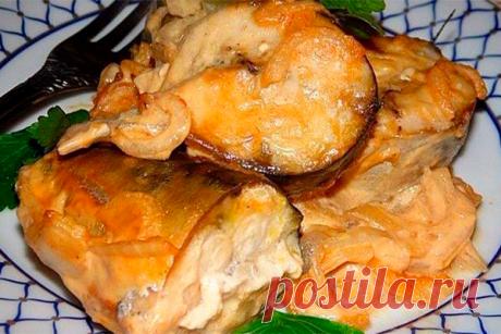 Рецепт запеченной скумбрии под горчичным соусом. Настоящий рыбный деликатес! Настоящий рыбный деликатес! Рыба скумбрия – килограмм Лук – 1 штука Майонез – 40 грамм Соевый соус – 60 грамм Горчица-40 грамм Зелень для красоты Рыбу чистим, вынимаем внутренности, моем и делим на несколько частей. Лук измельчаем полукольцами. Сделаем соус: соединяем горчицу, майонез и соевый...