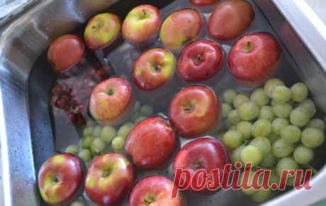 Как ОЧИСТИТЬ фрукты и овощи от ОПАСНЫХ ПЕСТИЦИДОВ. Этому трюку меня научил один фермер!