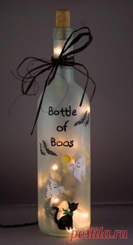 бутылка со свечой внутри,можно на хеллоуин,а можно для романтиков