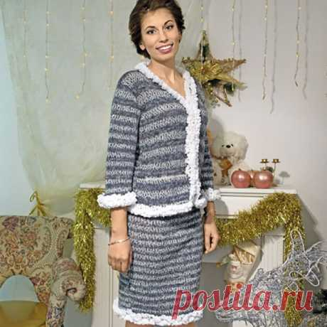 Меланжевый костюм в стиле Chanel спицами – описание вязания жакета и юбки