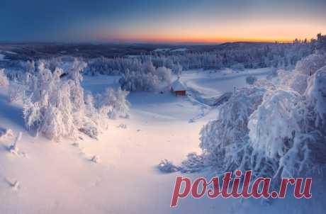 Холодный закат над уральскими горами. Кунгурский район. Автор фото — Сергей Сутковой: nat-geo.ru/photo/user/44653/