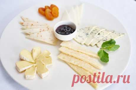 Beautiful cheese cutting - a photo, cheese allsorts and a cheese plate - registration