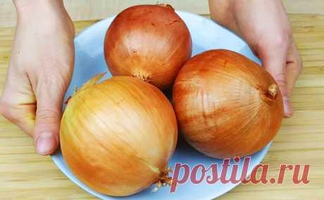 Берем 3 луковицы и за 30 минут превращаем в овощную икру. Домашние не догадались, что она из лука Обычный лук может стать основой вкуснейшей овощной икры. Приготовим ее на сковороде, измельчим в блендере и никто наже не догадается, что намазывает на хлеб обычный репчатый лук.3 наши луковицы...